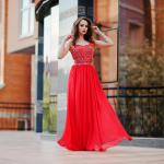 How to Style Evening Dresses with The Right Accessories